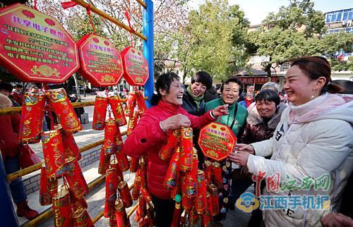 南昌青山湖区:领取共享电子鞭炮 过个环保年