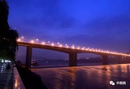 """""""因桥而异"""":桥梁照明的要素与手法"""