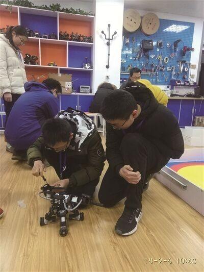 """金中铁杆""""旁听生""""获全国机器人大赛一等奖"""