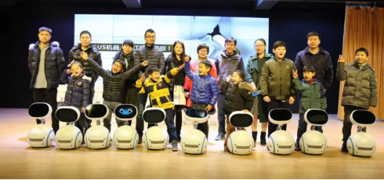 华硕智能机器人亮相江桥小学 以AI科技助力未来成长