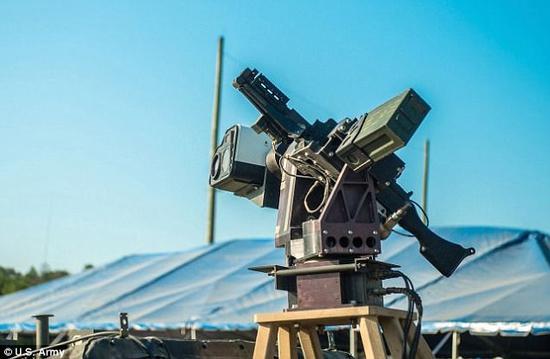 美国陆军测试自动驾驶悍马 朝武装机器人迈进