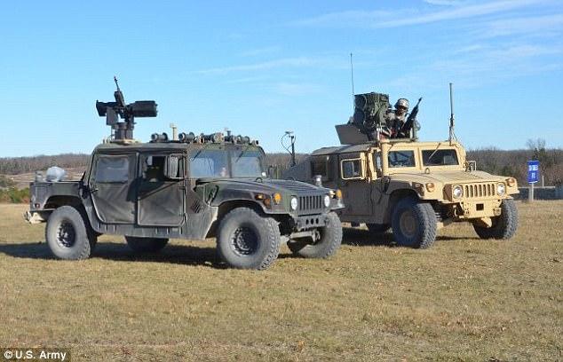 美军测试自动驾驶悍马 朝武装机器人迈进
