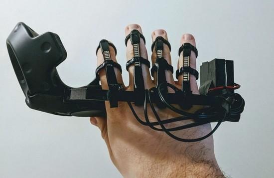 大神改造HTC Vive控制器 实现VR手势控制功能