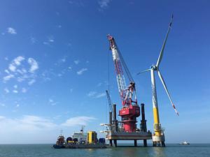 上海振华重工为69自升式风电安装船配套起重机顺利交付