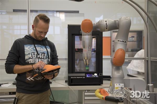 "MakerBot 3D打印机帮助KUKA开发""智能工厂""机器人手臂"