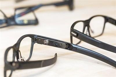 英特尔推智能眼镜Vaunt 外观与普通眼镜没区别