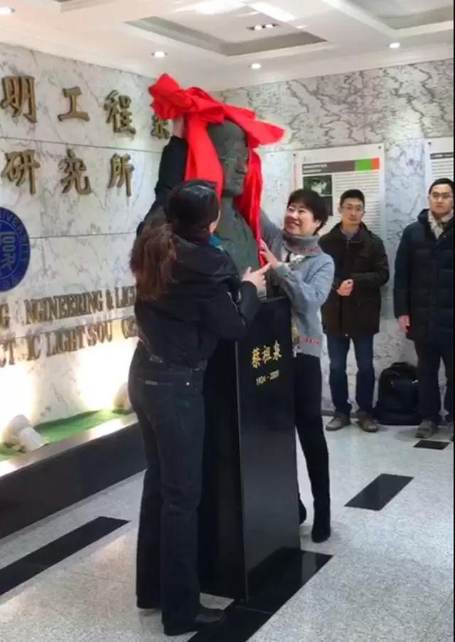 """""""中国电光源之父""""蔡祖泉先生 做科学战线上的""""无产者"""""""