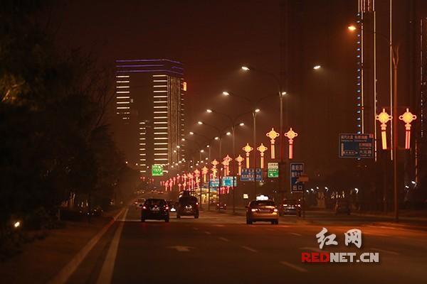 """灯光亮起年味更浓 长沙县城管""""亮化工程""""迎新春"""
