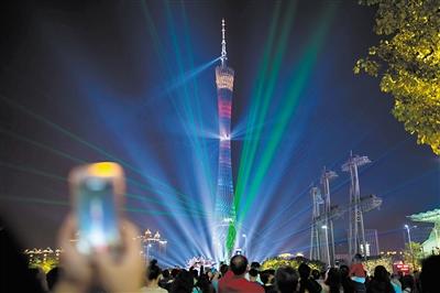 广州:晨起赏花 入夜观灯