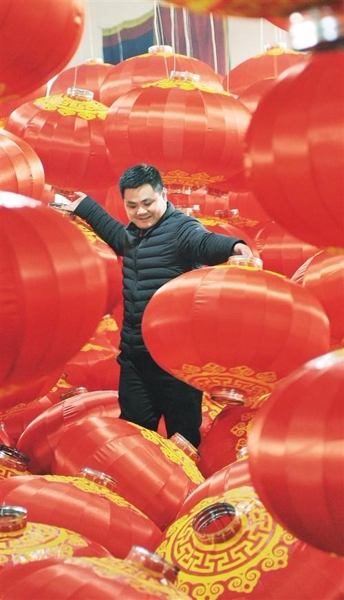 """河北藁城宫灯产业给好日子添把""""红火"""""""
