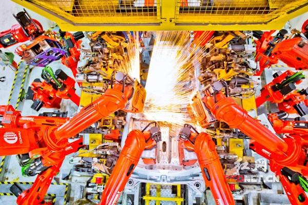 """走进长沙""""机器人工厂"""" 看世界级智能制造产业集群"""