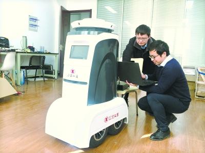 武汉团队研发无死角监控小区安防机器人下月交付使用