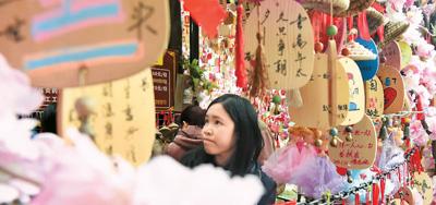 """接待游客近4亿 应用多种""""黑科技"""" 春节旅游掀""""智慧潮"""""""