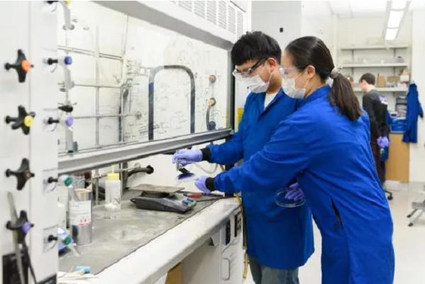 斯坦福研究团队:高密度超敏感的电子皮肤有望大规模量产