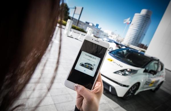 世界上第一辆无人驾驶出租车在迪拜投入使用