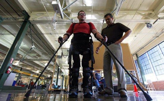 """历害了!""""可穿戴""""机器人用于残疾人康复训练"""