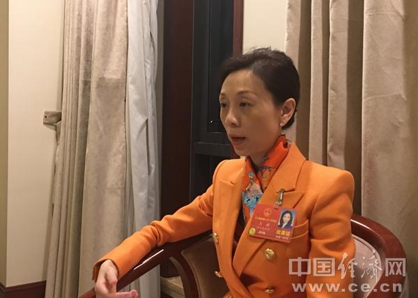"""王麒与新能源汽车""""较劲儿"""" 建议完善废旧电池回收处置"""