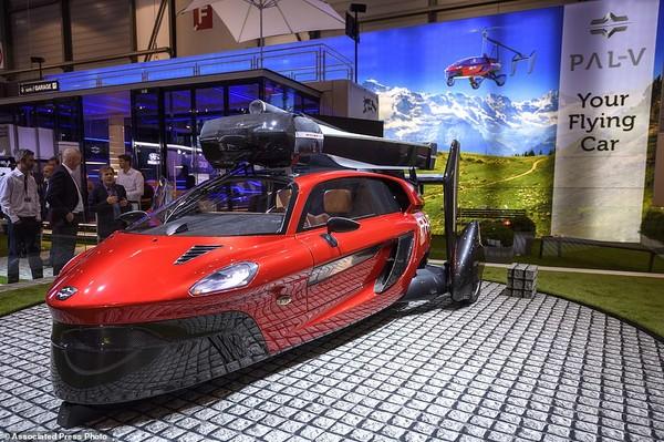 首款飞行汽车亮相 电影中出现的飞行车要成真!