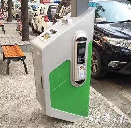 黑科技来了 路灯下为新能源汽车充个电 顺便蹭下WIFI上个网