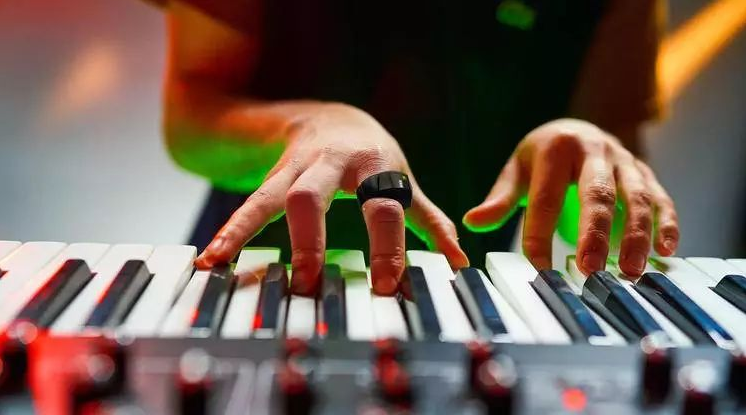 戴上Wave智能指环,一个手势让你随心所欲控制音乐