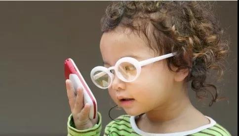 科学家发明纳米眼药水,有望取代眼镜、矫正视力!