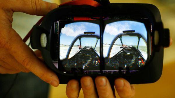 有了这款虚拟现实头盔 用眼神就能控制无人机