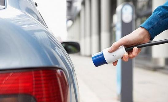 新能源汽车销量大增 动力电池进入爆发式发展期