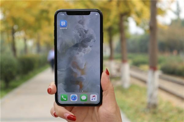 分析师称苹果正研发可折叠iPhone 预计2020年亮相