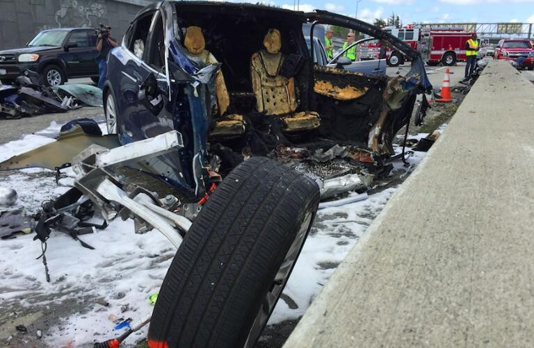 特斯拉Model X电池起火爆燃 导致一人丧生