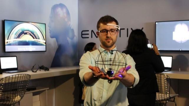 Emotiv研发EEG脑波感应头盔 可用意念控制无人机