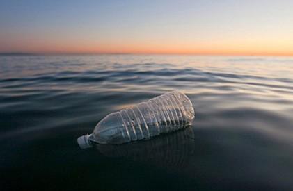 7.9万吨塑料漂浮太平洋垃圾带
