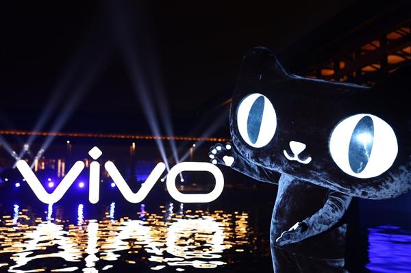 vivo携天猫推全球首台手机无人贩卖机 像买饮料一样买手机