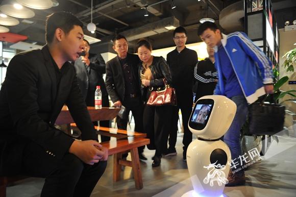 能陪护聊天还能监测异常 当你老了陪伴你的或许是机器人