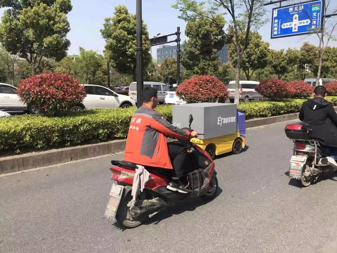 菜鸟配送机器人年内投入商用 下一步要研发无人卡车?