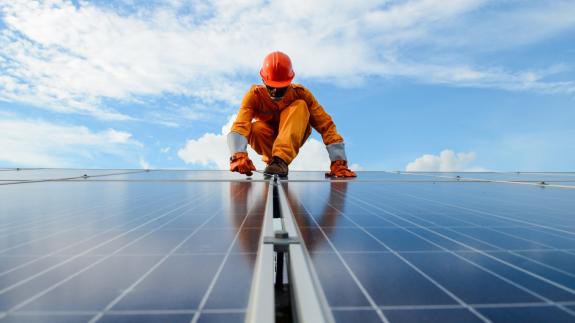 2017年全球可再生能源投资达1608亿美元