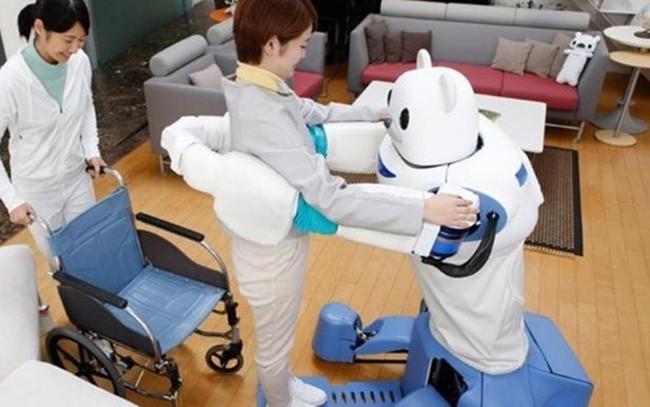 为减轻工作人员负担 日本研发护理机器人