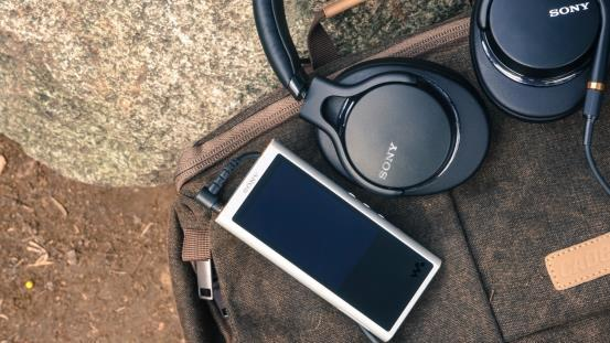 索尼便携式耳机声音新基准:MDR-1AM2