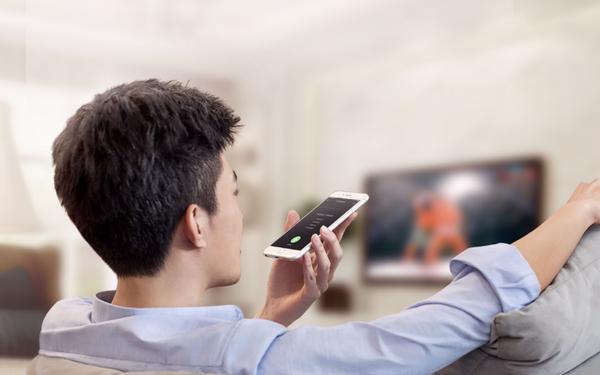 爱奇艺电视果4K 全球首款AI投屏可看4K小视频