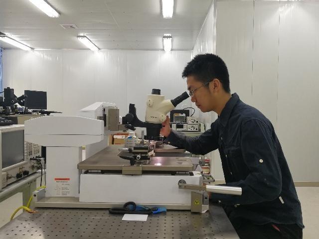 """中国大学生发明""""通用芯片"""" 有望让5G通信""""通全球"""""""