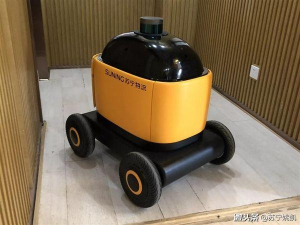 苏宁自动送货机器人亮相:会自己避让行人、乘电梯