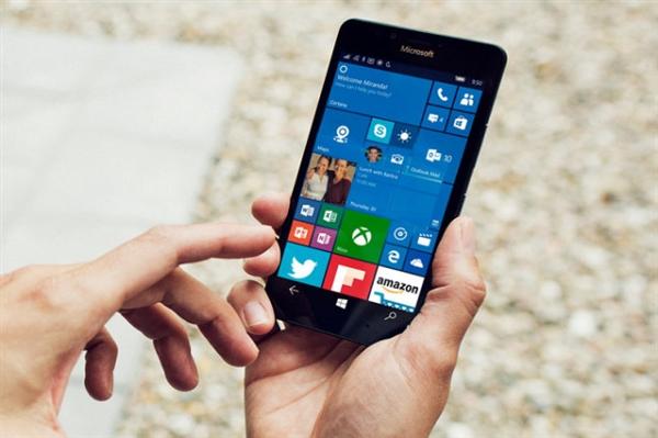 微软甩卖旧款手机:加速剥离Windows Phone