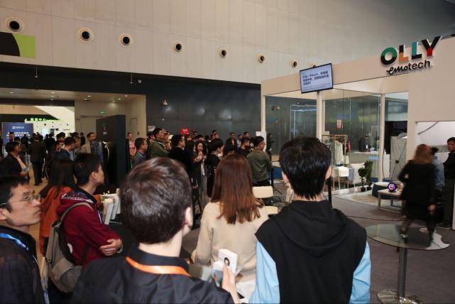 全球首个具有独立性格的机器人亮相第六届上交会