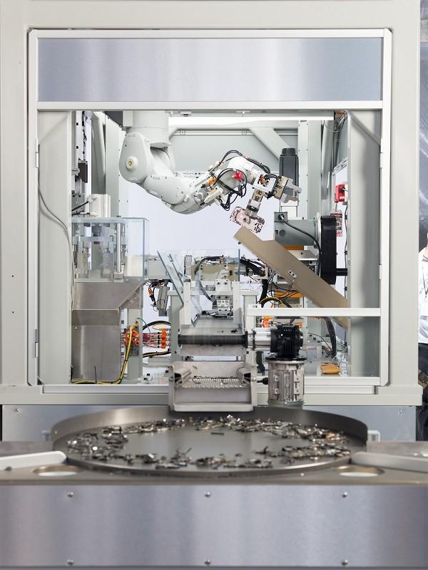 苹果公布新一代 iPhone 拆解机器人 Daisy,还有全新产品回收计划