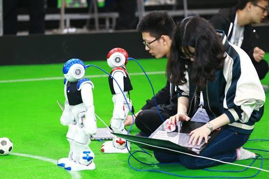 人工智能的隐忧:未来人类将向机器人讨饭?