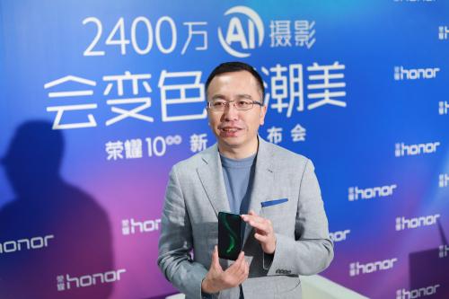 """荣耀总裁赵明:2018年手机市场逆风起 多准备几件过冬的""""棉袄"""