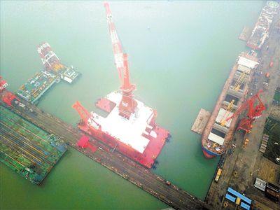 """""""广州制造""""风电工程船可抗16级风"""