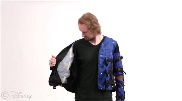 迪士尼发布智能夹克:可以让你感受被拥抱的感觉
