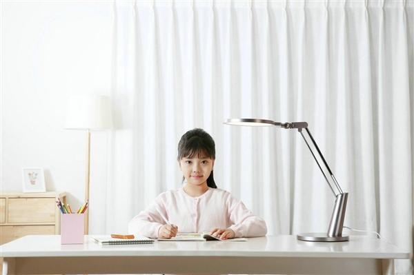 小米众筹新品Yeelight智能台灯曝光:首款SunLike技术