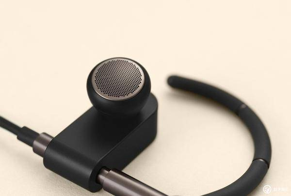 售价2498元,B&O推出无线挂耳式耳机Earset