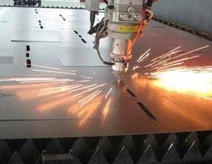 波长光电与华工激光合作研发激光加工设备